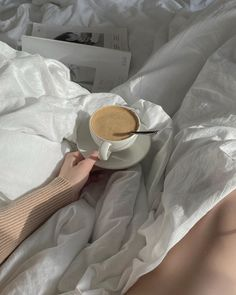Aesthetic Coffee, Beige Aesthetic, Cozy Aesthetic, Cute Girl Photo, Coffee And Books, Coffee Is Life, Life Pictures, Aesthetic Pictures, Beautiful Hands
