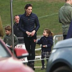 The Duke and Duchess of Cambridge with Prince George and Princess Charlotte showed up to support Zara Tindall who was competing at the… Duchess Kate, Duke And Duchess, Duchess Of Cambridge, Prince George Alexander Louis, Prince William And Kate, Princesa Kate, British Royal Families, Royal Life, Princess Charlotte