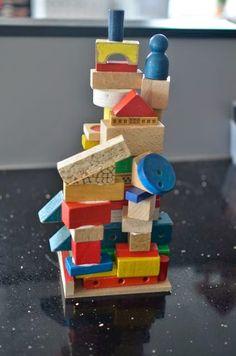 samen met de Bakfietsjuf bouwen aan een Italiaanse toren tijdens de zomerschool van IKC Rendierhof