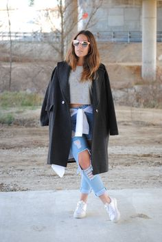 Casual friday look. Ripped jeans and oversized coat. Trendencies