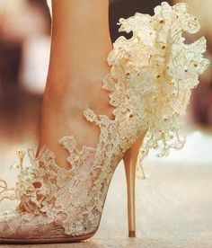 crazy shoes, more like art than footwear Crazy Shoes, Me Too Shoes, Love Fashion, Fashion Beauty, Fashion Art, Fashion Design, White Lace Shoes, Love Clothing, Linens And Lace