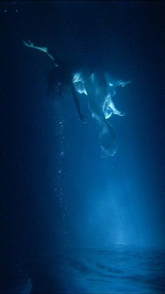 Bill Viola: 'Isolde's Ascension' (The Shape of Light in the Space After Death). Video and sound installation.