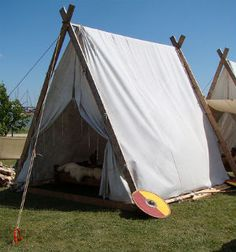 Viking Tents a Simple Design Viking Tent, Viking Camp, Camping Life, Tent Camping, Camping Gear, Glamping, Vikings, Viking Reenactment, Mountain Man