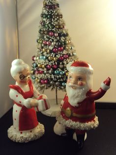 Vintage Santa and Mrs. Claus Kreiss Salt and Pepper Shakers.  via Etsy.