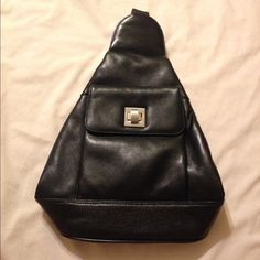 Vintage leather bag Excellent like new condition, has 3 pockets Liza Ganz New York Bags Shoulder Bags