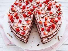Erdbeer-Stracciatella-Torte – einfach und so lecker – Strawberry and Stracciatella cake – simple and delicious Cupcake Recipes, Baking Recipes, Cookie Recipes, Cupcake Cakes, Dessert Recipes, Cupcakes, Dessert Food, Cheesecake Recipes, Food Cakes