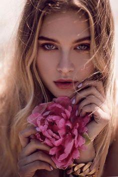 tiera skovbye icons like or credit to Photography Women, Beauty Photography, Portrait Photography, Tiera Skovbye, Girls With Flowers, Beauty Shoot, Wow Art, Girl Photos, Photoshoot