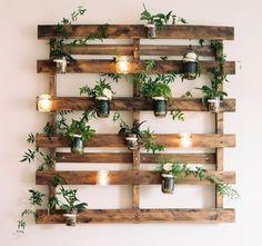 mobilier-en-palette-pour-le-jardin-fleurs-vertes
