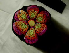 How- to tutorial on making a colorful flower cane with polymer clay! Karpfenschuppencane in bunt