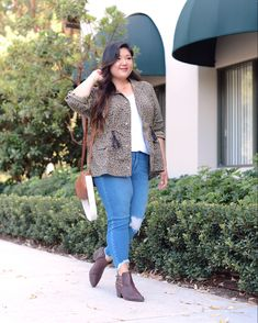 Reintroducing denim into my wardrobe always signals the coming of fall, and this look from @maurices has me ready! For more details and to shop this look, head to curvygirlchic.com! #sponsored #discovermaurices @shopstyle