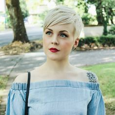 3 Prodigious Useful Ideas: Feathered Hairstyles Tutorial pixie hairstyles vintage.Women Hairstyles Over 40 Over 50 Mom asymmetrical hairstyles straight. Short Pixie Haircuts, Pixie Hairstyles, Hairstyles With Bangs, Short Hair Cuts, Cool Hairstyles, Short Hair Styles, Pixie Cuts, Hairstyles 2018, Curly Pixie