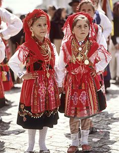 Portuguese children in tradicional clothes