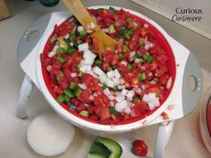 This fresh garden salsa is easy to make and the perfect salsa for canning, particularly if you're new to cold pack canning for vegetables!Yield: Approximately 7 oz) pint jars Canned Tomato Recipes, Canned Salsa Recipes, Canning Recipes, Mexican Food Recipes, Real Food Recipes, Ethnic Recipes, Italian Recipes, Tomato Salsa Canning, Easy Homemade Salsa