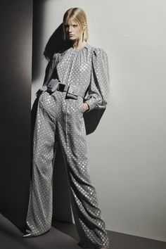 Fashion 2020, Runway Fashion, Fashion Show, Fashion Design, Women's Fashion, Fashion Trends, Max Mara, Vogue Paris, White Pantsuit