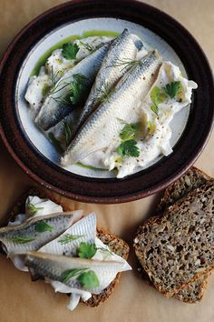 The Swedish population is generally healthy and do their best to eat healthy. When snacking, pickled herring is something that may be indulged. Bread can be used to lay the pickeled herring on, and can be eaten as an opened sandwich. Sour Cream Sauce, Sour Cream And Onion, Pickled Fish Recipe, Best Fish Recipes, Seafood Recipes, Herring Recipes, Nordic Diet, Nordic Recipe, Kitchens