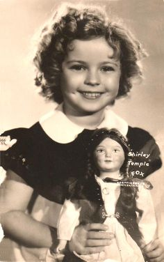 Shirley Temple with a Finnish Martta doll Famous Child Actors, Shirly Temple, Vintage Beauty, Vintage Fashion, She Movie, Cute Little Girls, Vintage Movies, Hollywood Actresses, Classic Hollywood