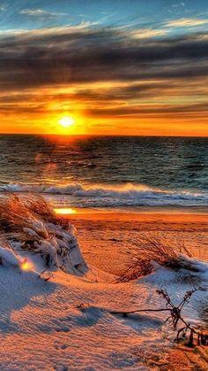 #Salvapantallas #gratis #wallpaper #free Amanecer en una playa nevada