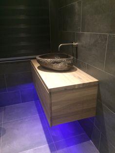wastafelkastje eikenhout white wash op maat gemaakt led verlichting rivierstenen waskom met geborsteld chroom kraan verbouwen pinterest toilet
