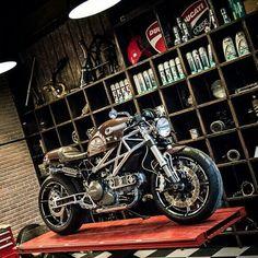 M795 custom by Libero moto