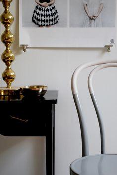 Måla en stol i två kulörer. Färgen hittar man på Nordsjö Idé & Design - 101 Idéer
