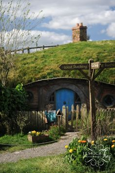 Hobbiton   Hobbit Movie Set New Zealand travel