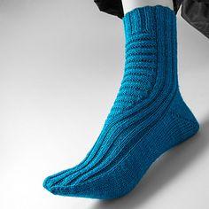 Ravelry: Dehnungsfuge pattern by Nicola Susen Knitting Socks, Ravelry, The Row, Slippers, Shorts, Heels, Fitness, Pattern, Stitches