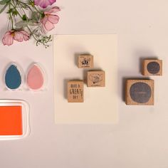 Arts And Crafts, Paper Crafts, Wax Seals, Diy Videos, Have A Great Day, Design Crafts, Diy Cards, Cardmaking, Gallery Wall
