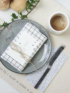 Gewoon JIP. | Placemats | Dinner ideas | Recipe | Table decoration | Canvas placemat | New in en super leuk om het eet moment extra waardevol te maken.. Grote – 50 x 35 x 0,2 centimeter – canvas placemats met vier verschillende JIP. gedichtjes. | Breakfast idea | Gewoon JIP.  |Gedichten | Kaarten | Posters | Stationery | & meer © sinds feb 2014 | © Een tekstje van JIP. gebruiken? Dat kan! Stuur een mailtje naar info@gewoonjip.nl |