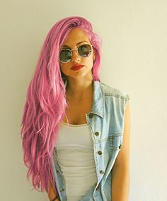 perfect pink hair.. How I can't even say how badly I want this..