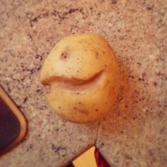 It's a Pacman potato. Potatoes, Vegetables, How To Make, Food, Potato, Essen, Vegetable Recipes, Meals, Yemek