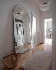 Retro Interior Design, Flat Interior, Minimalist Interior, Interior Design Inspiration, Berlin Apartment, Dream Apartment, Apartment Living, Living Room, Hotel Interiors