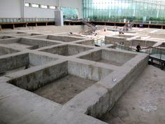 In 2000 a previously unknown Shang Dynasty BC) site was discovered in Chengdu, Sichuan, China. Thousands of artifacts uncovered in the excavations are now preserved at the Jinsha Site Museum. Sichuan China, Chengdu, Museum, Patio, Outdoor Decor, Terrace, Museums