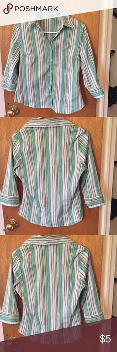 💎3/$10 3/4 length sleeve button up blouse! Stretch material. Very cute horizontal stripes and a feminine fit 😘 Feathers Tops Button Down Shirts