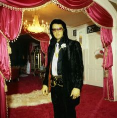 Graceland Upstairs | And his actual upstairs bedroom (not a part of the tour):