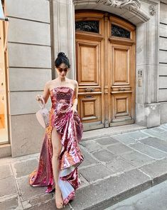 Heart Evangelista's Chic at Paris Couture Week - Star Style PH Heart Evangelista Style, Star Fashion, Fashion Outfits, High Fashion, Korean Fashion, Women's Fashion, Strapless Dress Formal, Formal Dresses, Elegant Dresses