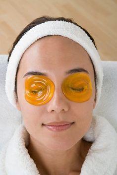Большинство из нас не знает, что кожа начинает стареть после того, как исполнится 40-45 лет. В это сложно поверить, правда? В настоящее же время первые морщинки у многих женщин появляются гораздо раньше — после 25 лет. Diy Beauty, Beauty Skin, Health And Beauty, Beauty Hacks, Diy Mask, Diy Face Mask, Skin Resurfacing, Face Yoga, Face Massage
