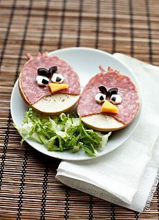 angry birds sandwiches - love this kid's lunch idea - Angry Birds Party - Sandwich Cute Food Art, Creative Food Art, Creative Ideas, A Food, Good Food, Food And Drink, Awesome Food, Food Design, Comida Diy