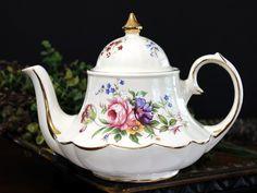 Marquee Sadler Tea Pot, Vintage Carousel Shaped, 4 Cup Sadler Teapot 13999