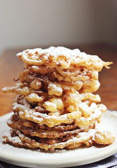 Recipe for Homemade Funnel Cakes! Funnel Cake Batter: cup flour cup corn starch teaspoon baking soda teaspoon salt 1 tablespoon brown sugar cup water 2 eggs teaspoon vanilla extract oil for frying Brownie Desserts, Just Desserts, Delicious Desserts, Yummy Food, Funnel Cakes, Deep Fried Desserts, Homemade Funnel Cake, Homemade Cakes, Pavlova
