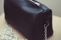 Mini bolso de polipiel y cadena