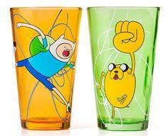 É hora de tomar suas bebidas favoritas nos copos do Adventure Time!