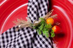 Porta guardanapo com 2 mini frutas, detalhes em estopa e acabamento de fita mimosa na cor bege. Obs: Não acompanha o guardanapo.  TEMOS 10 PORTA GUARDANAPOS PARA PRONTA ENTREGA ! R$ 6,50