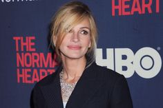 Julia Roberts and Danny Moder are set to be honoured for their humanitarian work on 'The Normal Heart. Julia Roberts, Pretty Woman Movie, Erin Brockovich, The Normal Heart, Gossip Blog, Brad Pitt And Angelina Jolie, Star Wars, Richard Gere, Famous Movies