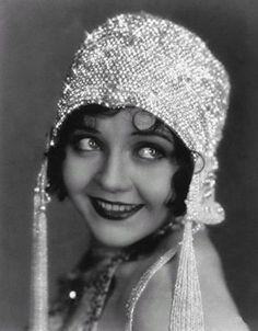 Cappellino cloche con ricami anni 20.
