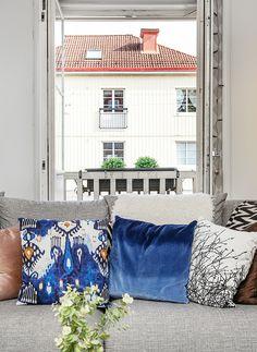 EO2 House Tours, House Design, Throw Pillows, Inspiration, Home Decor, Interior, Blue, Home