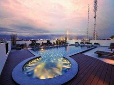 Navalai River Resort - Doté d'une piscine sur le toit et d'un restaurant en bord de rivière, le Navalai vous propose un séjour luxueux et paisible dans des chambres élégantes. Adresse Navalai River Resort: 45/1 Phra Arthit Road, Phra Nakorn 10200 Bangkok