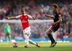 Mesut Özil of Arsenal and Michael Carrick of Manchester United during the Barclays Premier League match between Arsenal and Manchester United at Emirates Stadium on October 4, 2015 in London, England. (Oct. 3, 2015 - Source: Julian Finney/Getty Images Europe)