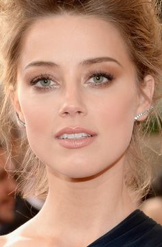 Amber Heard, neutral tons makeup, bronze eyes, Golden Globe Awards 2014.