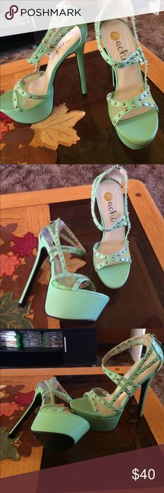 Brand new, never worn teal/ mint heels ❗️PRICE DROP❗️Never worn, perfect condition heels! Size 8 Machi Shoes Platforms