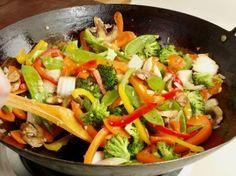"""La recette: Légumes sautés à la chinoise, via le site """"Les Recettes de ma Mère"""" (accompagnement,ailes,caramélisé,chinois,légumes,marak-of).  http://lesrecettesdemamere.net/recette/legumes-sautes-chinoise/"""